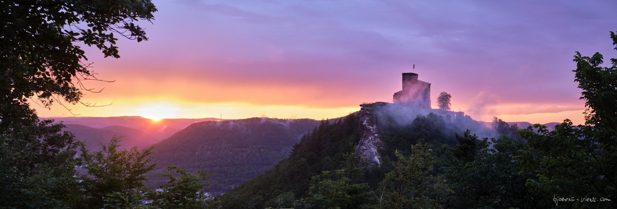 Sonnenaufgang, Pfalz, Lindelbrunn, Trifels, Annweiler, Sunrise, Nebel, Fog, Burg, Castle, Pfälzerwald